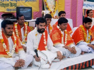 Les pandits chantent les hymnes du Véda