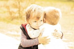 La gentillesse est innée chez les tout petits